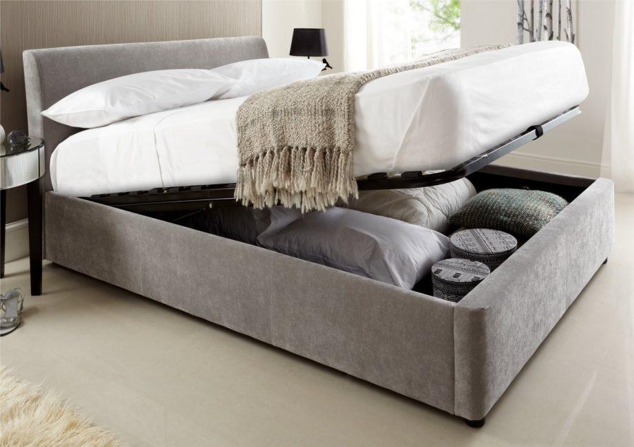 Спальня более уютна в светлых тонах