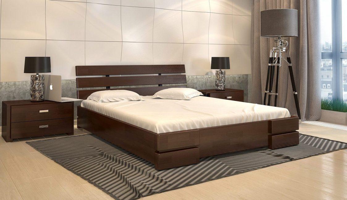 Кровать из натурального дерева прочная и экологичная