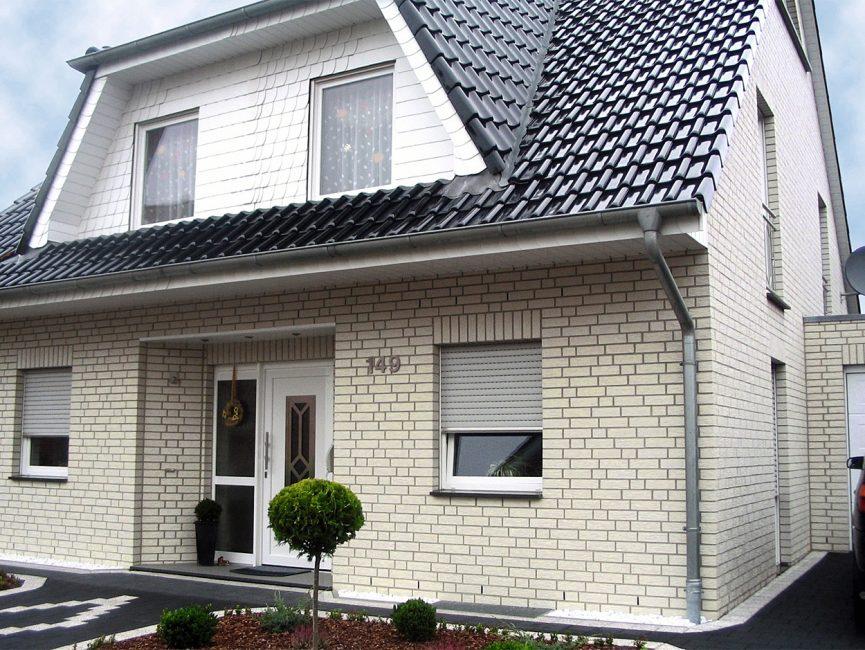Белый цвет зрительно увеличивает размер жилья