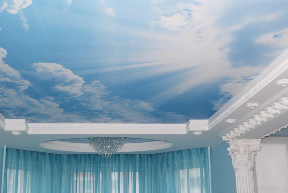 Фреска на потолке в виде неба