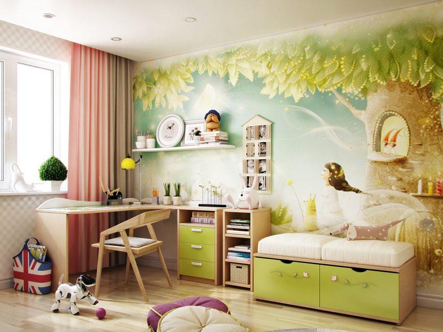 Светлый пейзаж на стене может визуально увеличить комнату