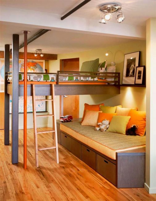 Спальное место может крепится к потолку