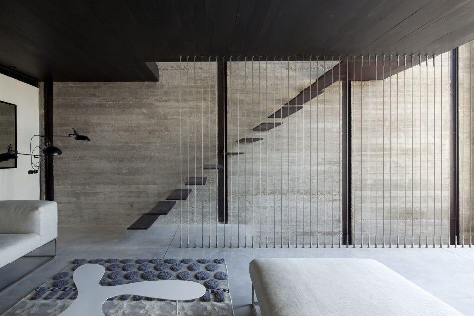 Минималистичная лестница в гостиной