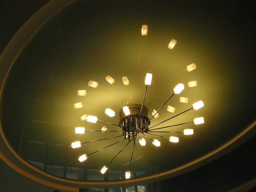 Горизонтальная люстра для низкого потолка