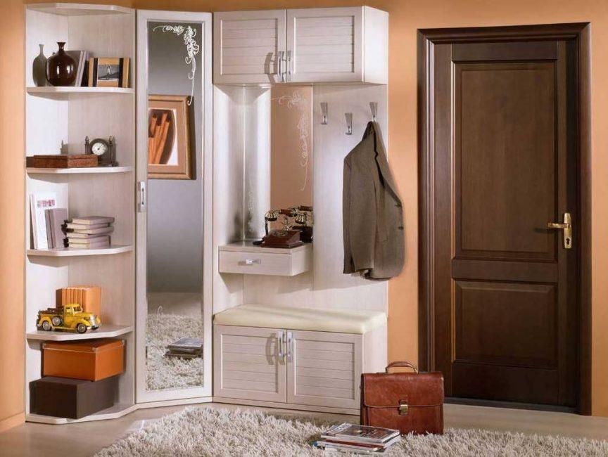 Мебель не должна занимать много места, быть вместительной и вписываться в интерьер всей квартиры