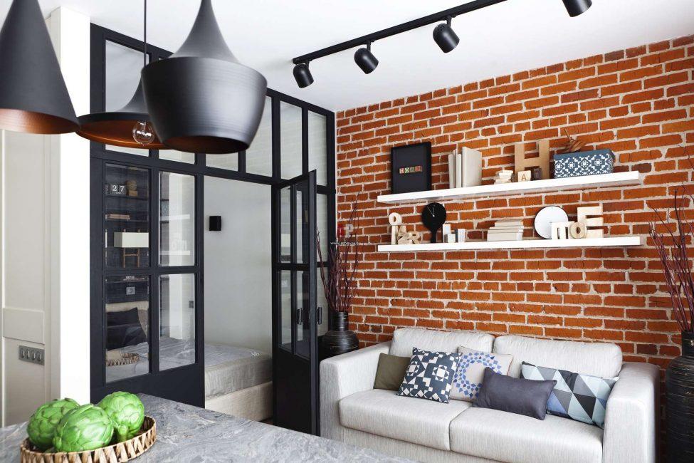Для небольшого помещения лучше всего подойдут светлые потолки