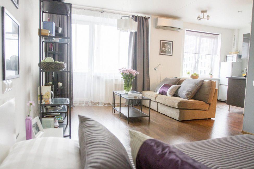 Стильный и светлый интерьер однокомнатной квартиры
