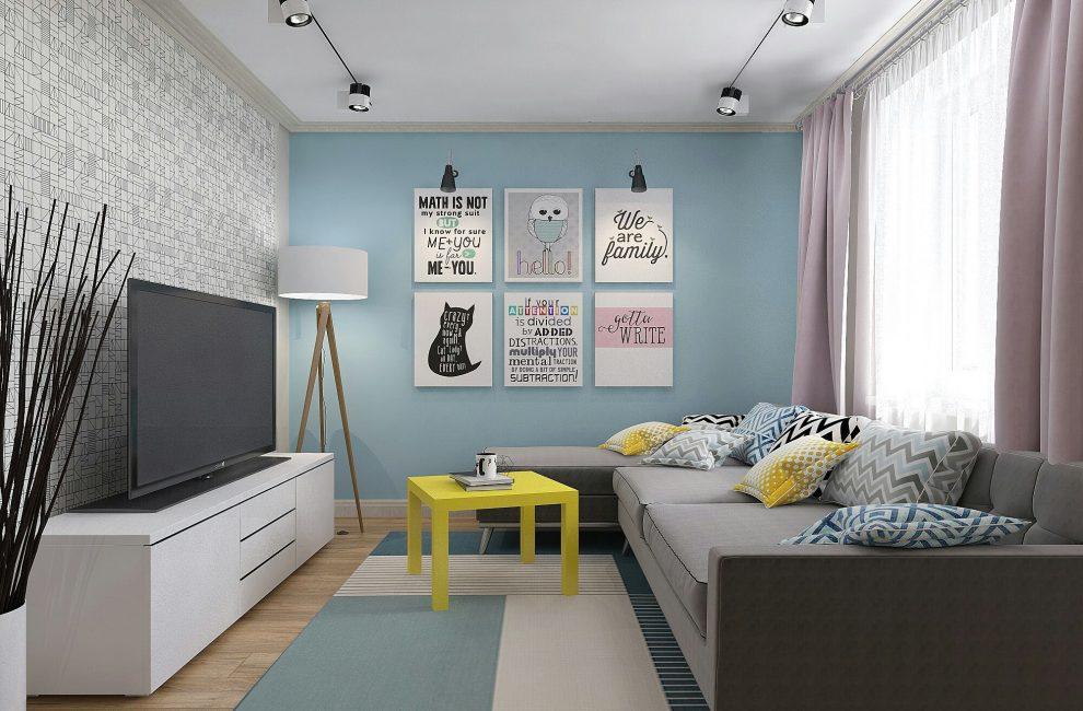 Квартира со стенами в светлых тонах и черно-белыми обоями