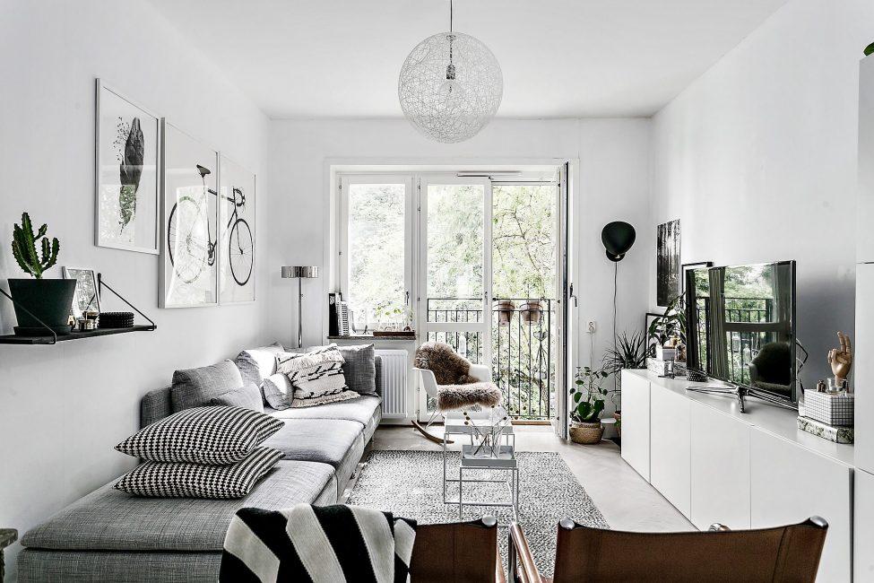 Черно-белый дизайн комнаты с выходом на открытую террасу