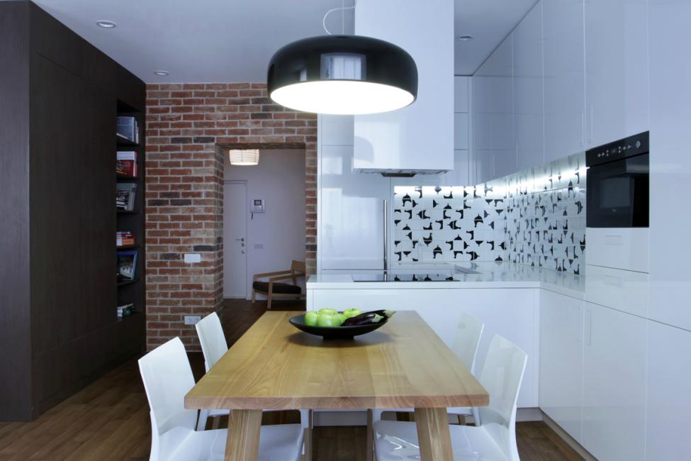 Зоны в квартире, что контрастируют не только цветом но и материалами