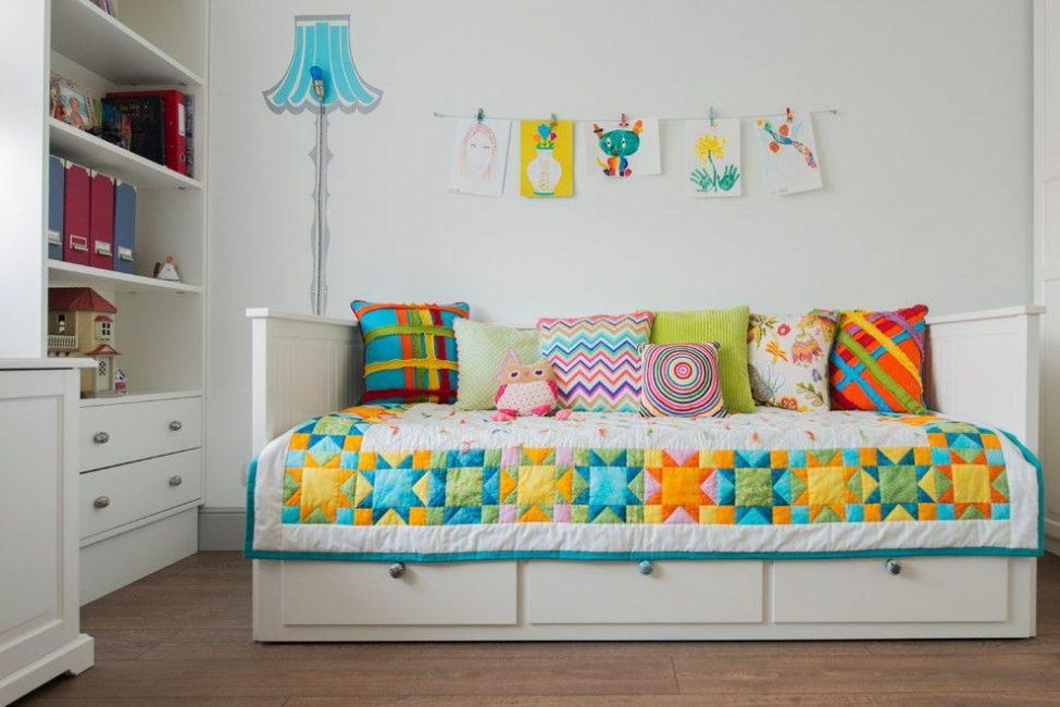 Сделайте подушки как элемент декора
