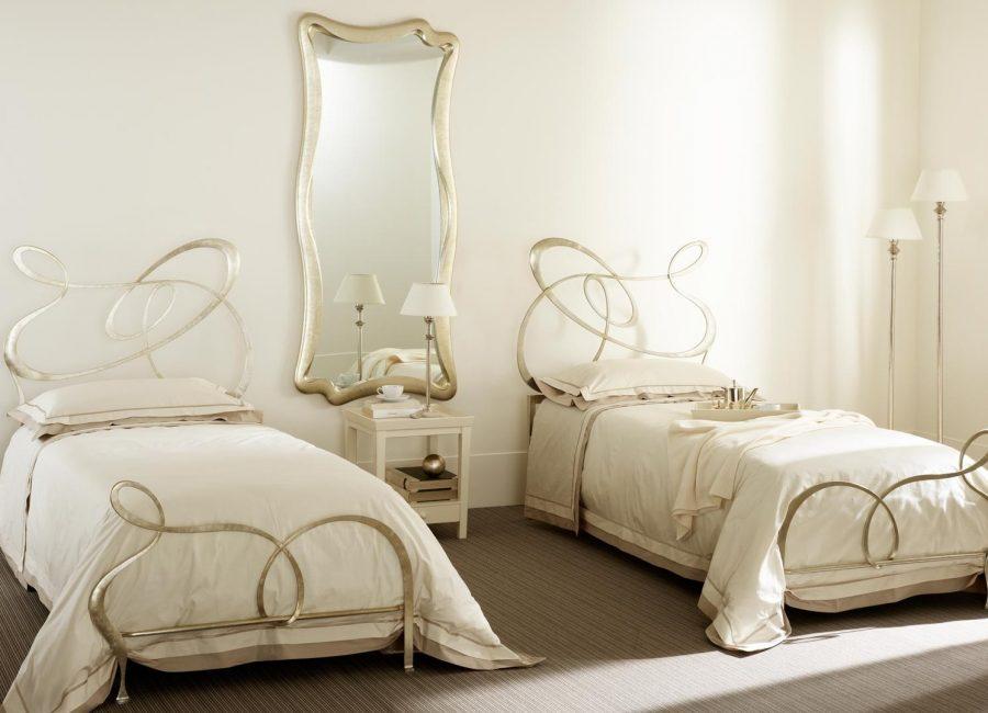 Ажурные спинки кованой мебели для сна