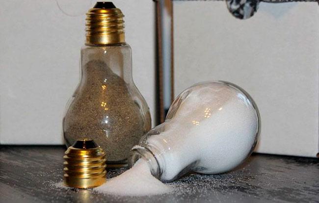 Старые лампочки для декоративной сольницы