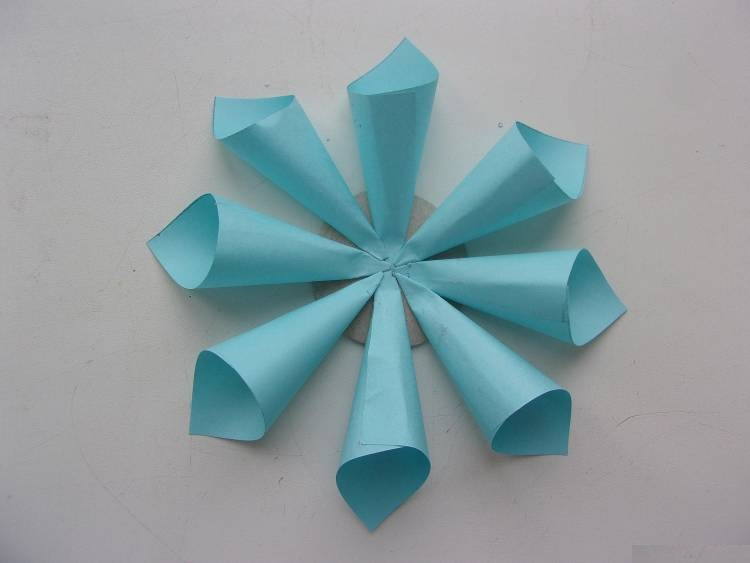 Клеим конвертики к кругу