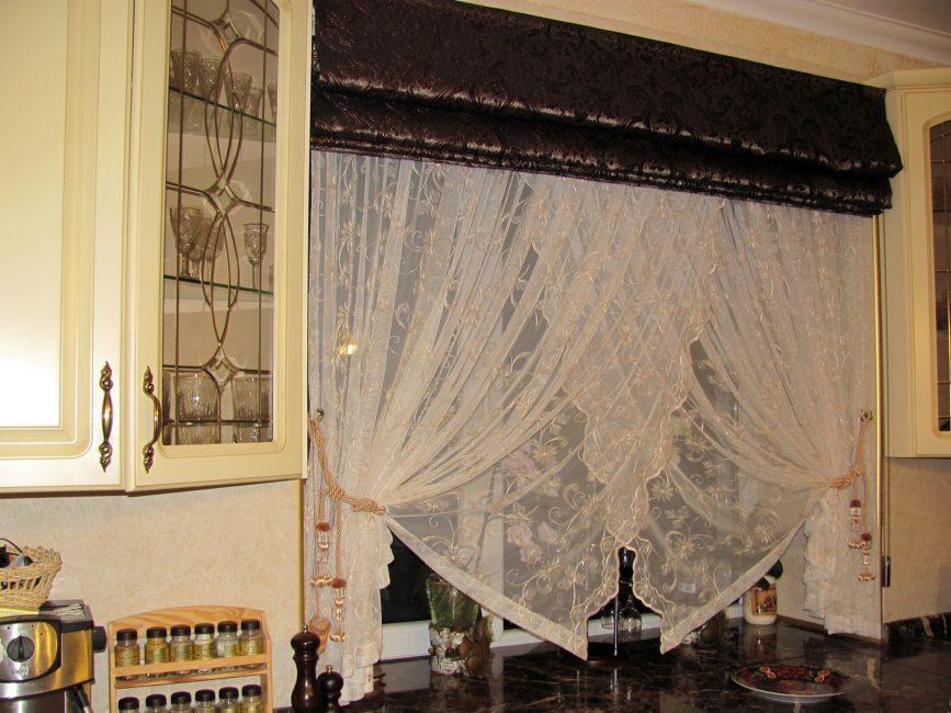 Двойные шторы из разных тканей контрастных цветов