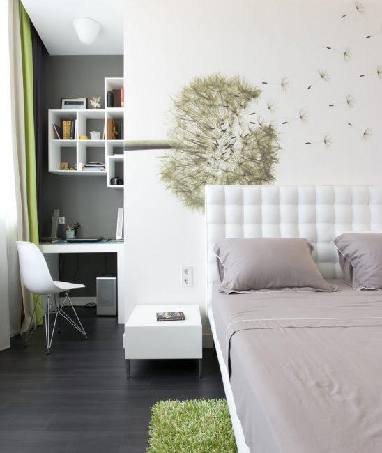 Интерьер кабинета в спальне