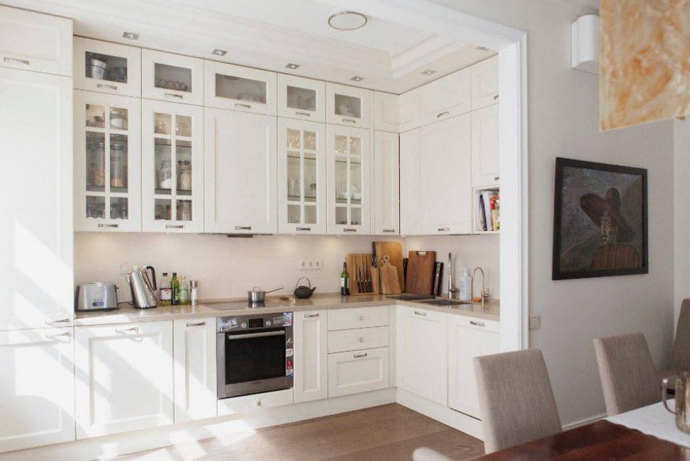 В таком расположении кухонной гарнитуры всё нужное находится под рукой