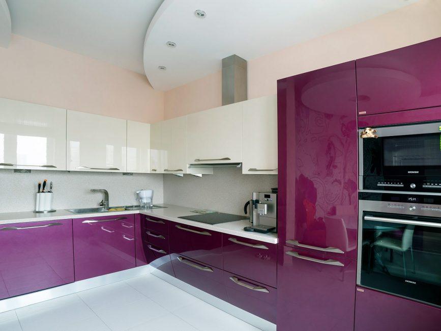 Угловой кухонный гарнитур отличное дизайнерское решение и для просторной кухни