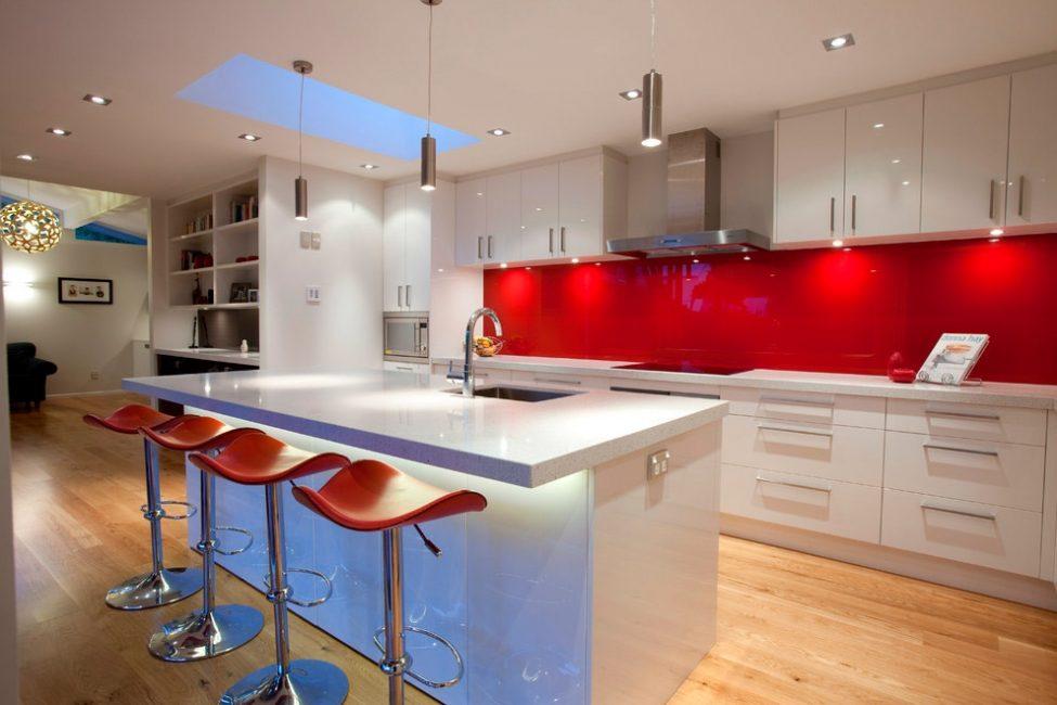 Фартук из флоат-стекла - современный дизайн для оформления рабочих стен на кухне