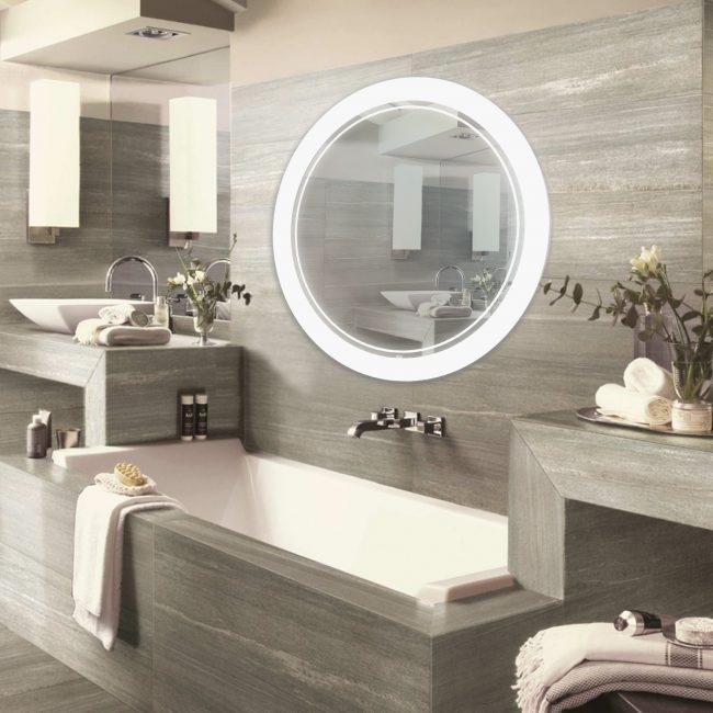 Большое круглое зеркало можно разместить над ванной