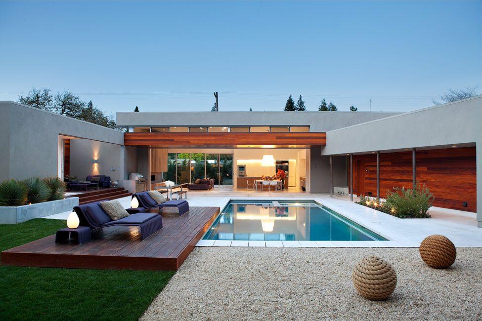 Небольшой вариант идеально подходящий для загородного дома