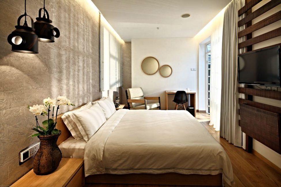 Отделка стенок и потолков спальни