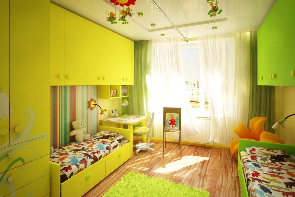 Спальную зону разместите подальше от оконных и дверных проемов