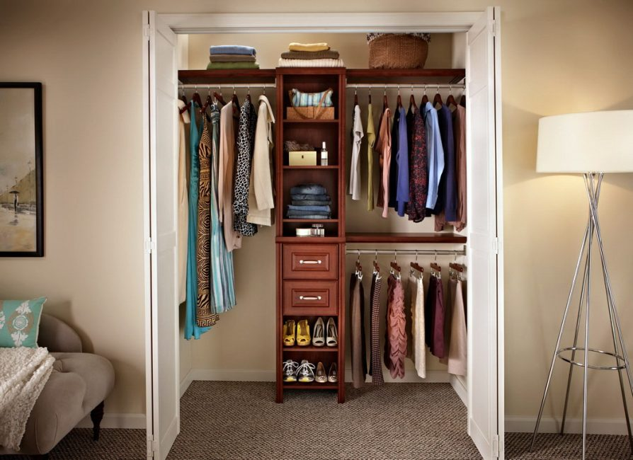 Шкафы бывают всех форм и размеров