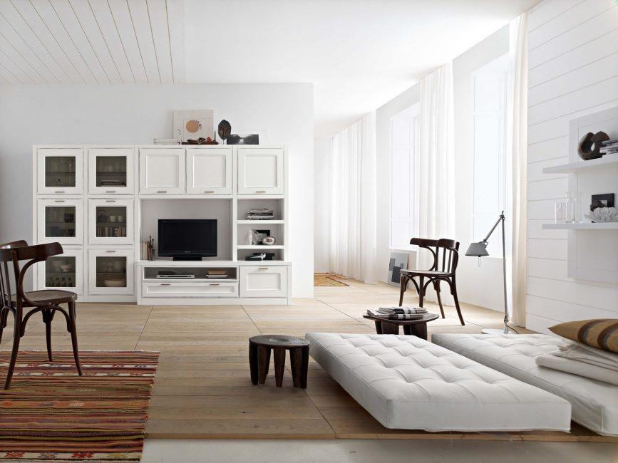 Белая мебель - наполнит гостиную светом