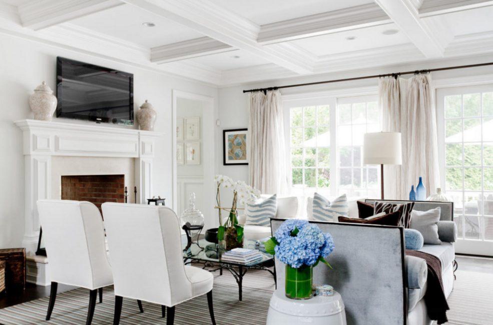 Светлая мебель не лишена практичности