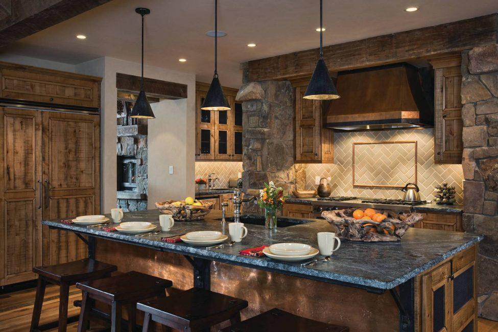 Стильная кухня для загородного дома