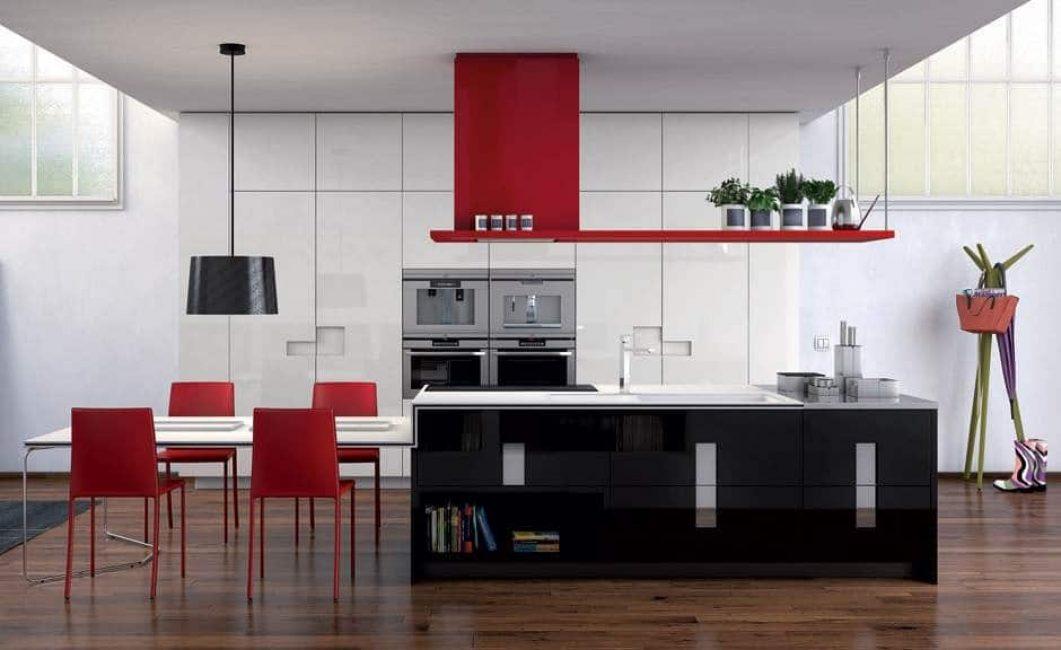 Черно-бело-красная комбинация