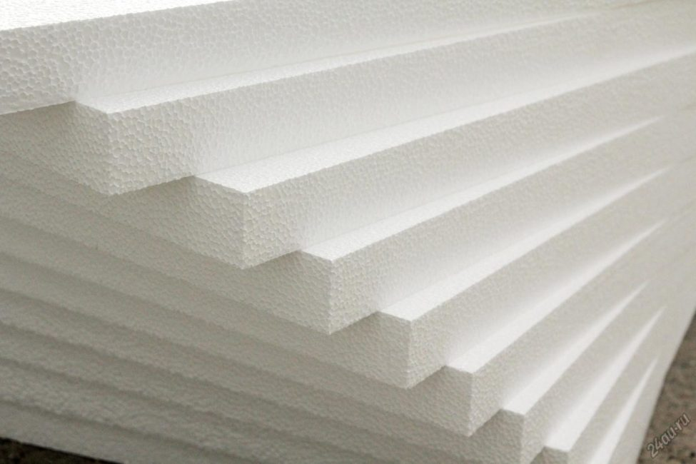 Пенопласт используется очень часто и в утеплении стен