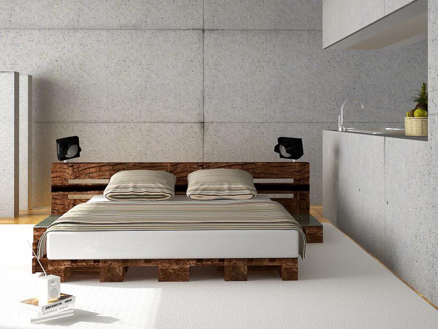 Кровать их паллет