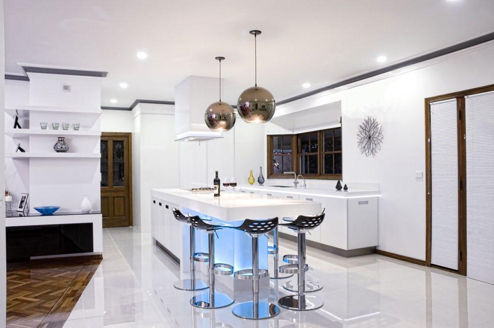 Кухонные осветительные приборы помогают заложить основы для комфортного приготовления еды