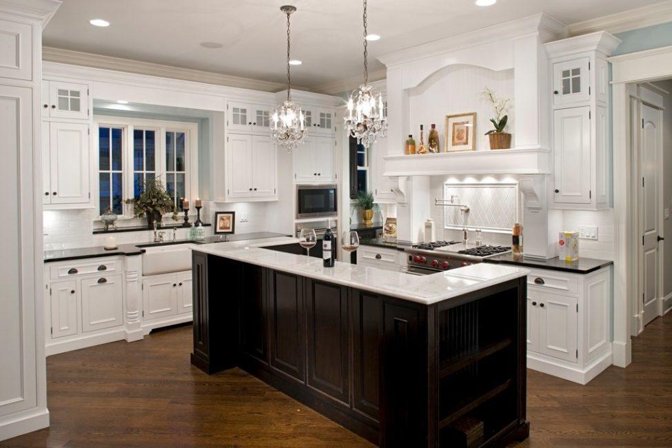 Не бойтесь уходить от традиционных кухонных люстр и светильников