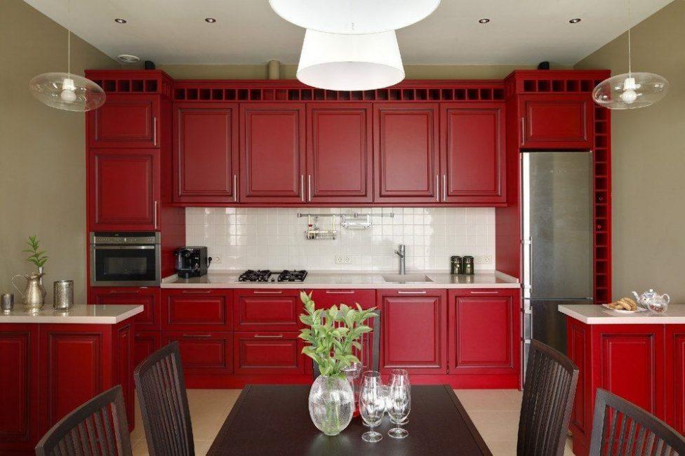 Красный должен гармонировать с общей стилистикой