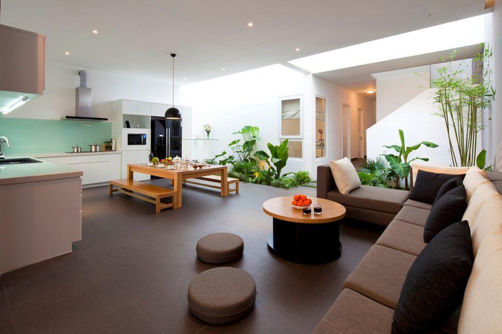 Квартира-студия с уголками из живых цветов