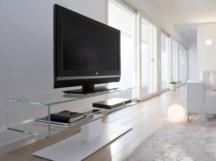 Современные модели телевизоров относительно легкие