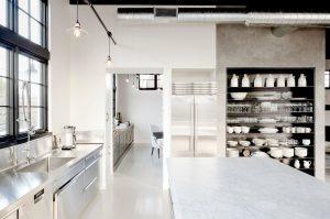 Столешница из камня - меняем интерьер кухни. Особенности применения