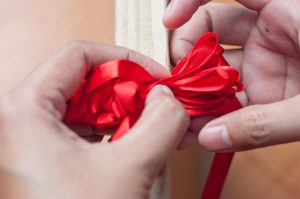 Как сделать цветок из ленты Своими руками (90+ Фото): Простые Мастер-классы создания красивого бутона