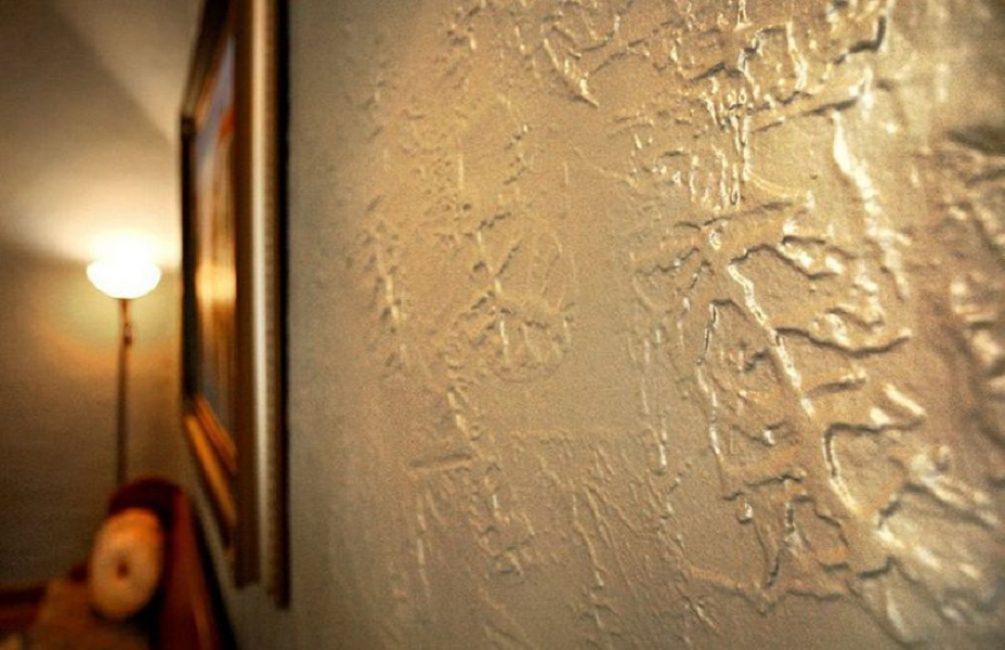 Сделана из очень тонкой мраморной пыли