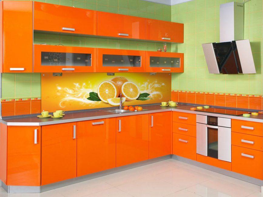 Разные оттенки двух цветов в больших помещениях создают яркую палитру