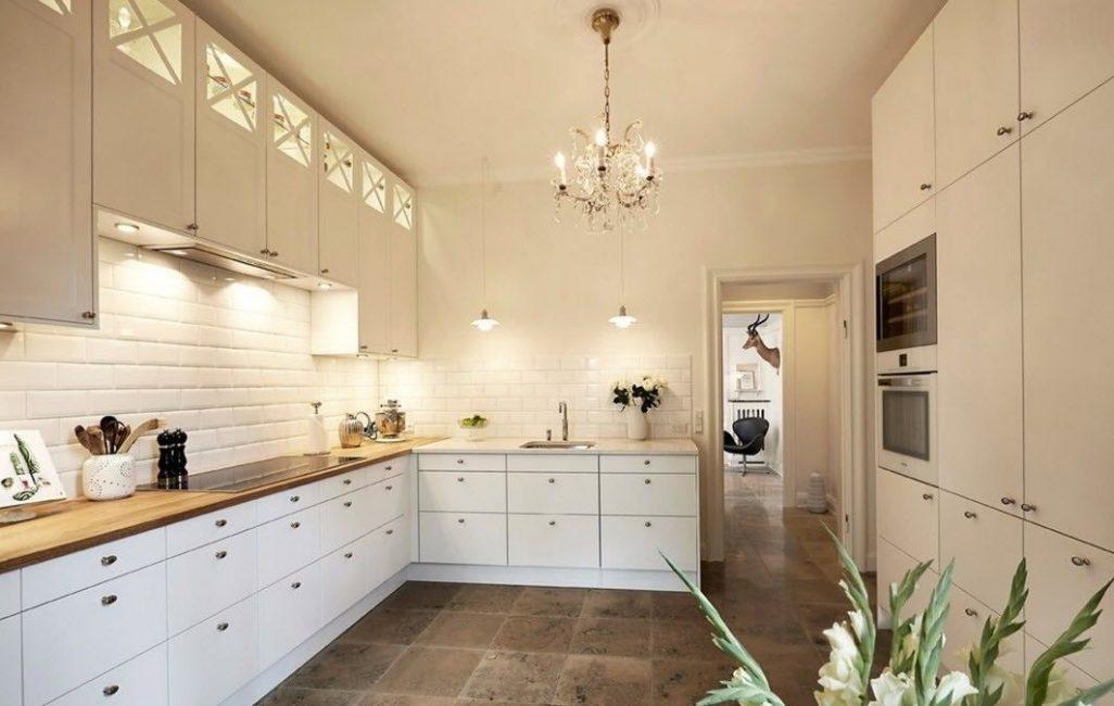 Обеспечит уют на кухне и хорошее освещение