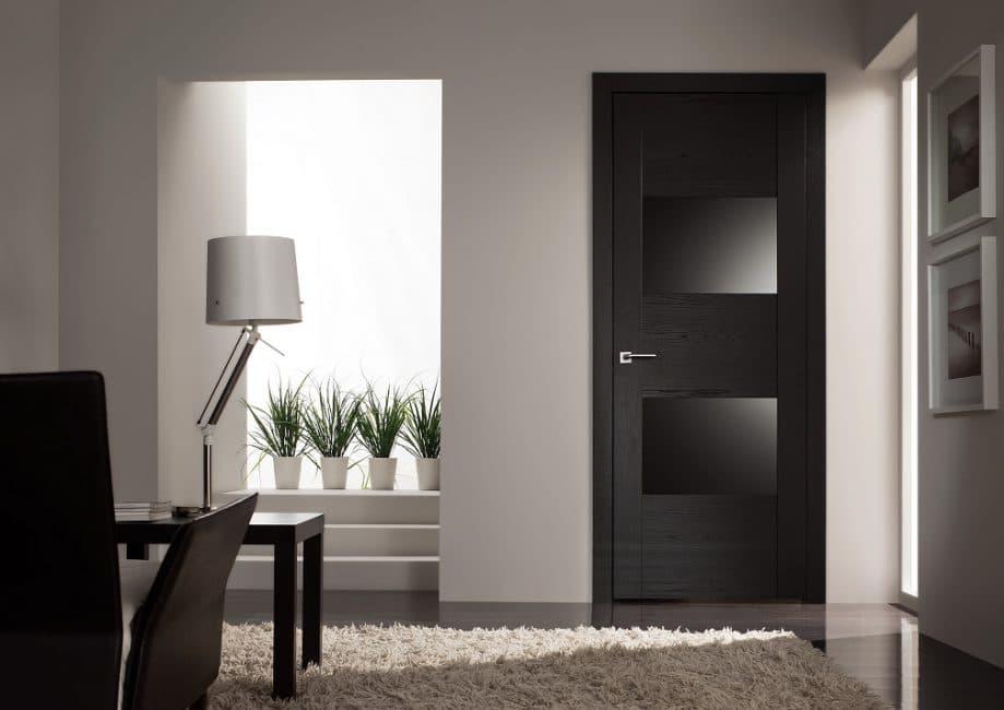 Модель черного цвета с затемненными стеклами