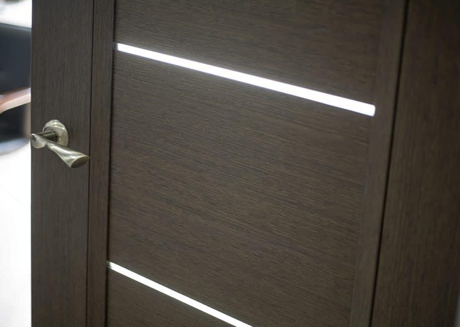 Дизайн такой двери смотрится минималистично