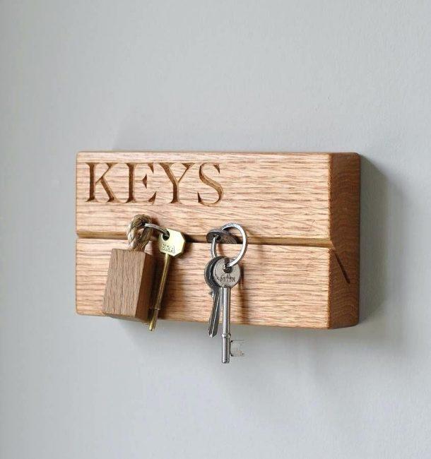 Настенная ключница легко впишется в любой интерьер