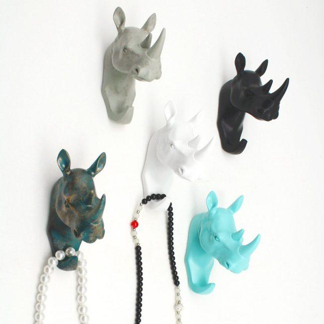 Необычные крючки в виде носорогов