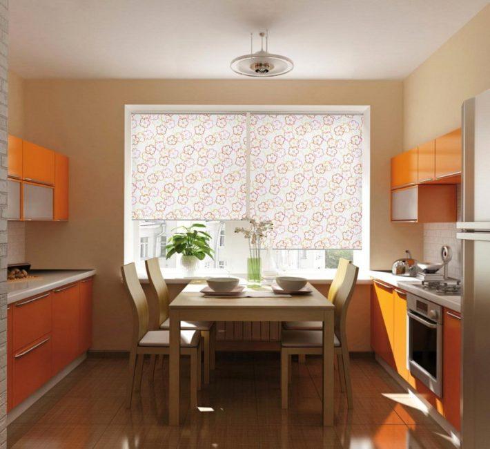 Прозрачные ткани создадут на кухне светлую и мягкую обстановку