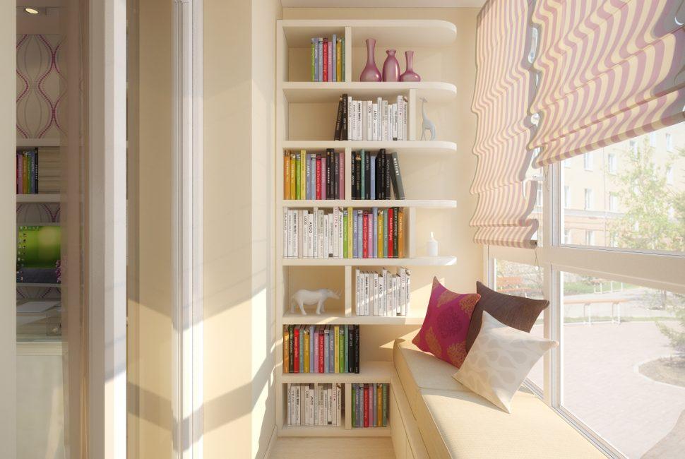 Небольшая библиотека на балконе